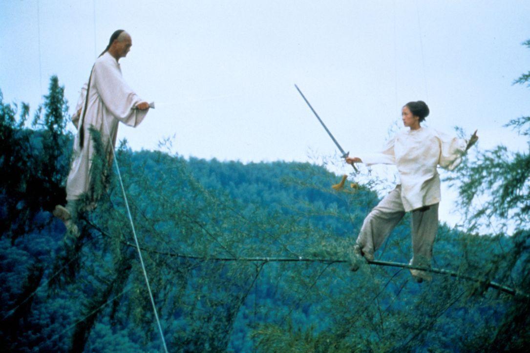 Kämpfen gemeinsam gegen das Böse: Li Mu Bai (Chow Yun-Fat, l.) und Jen Yu (Zhang Ziyi, r.) ... - Bildquelle: ARTHAUS Filmverleih