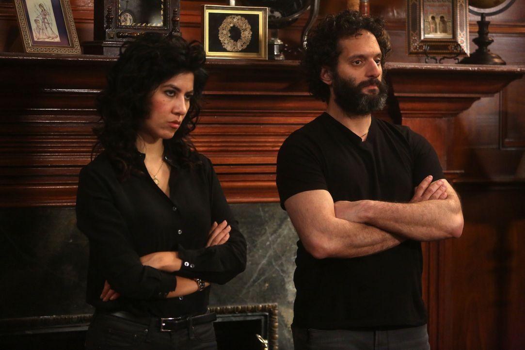 Rosa Diaz (Stephanie Beatriz, l.); Adrian Pimento (Jason Mantzoukas, r.) - Bildquelle: John P. Fleenor 2015 UNIVERSAL TELEVISION LLC. All rights reserved. / John P. Fleenor