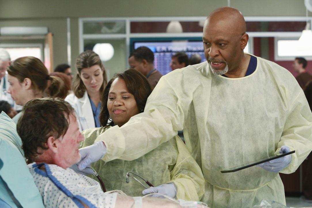 Cam (Mark Chadwick, l.) wurde, neben zahlreichen weiteren Menschen, Opfer einer Explosion, die durch einen Gastanker ausgelöst wurde. Miranda (Chan... - Bildquelle: ABC Studios