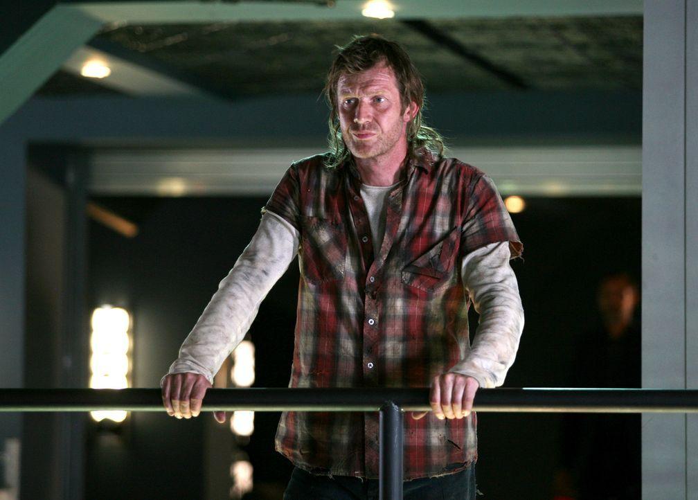 Während Connor ein Gerät entwickelt hat, mit dem er ermitteln kann, in welches Jahr eine Anomalie führt, taucht der tot geglaubte Danny (Jason Fl... - Bildquelle: ITV Plc