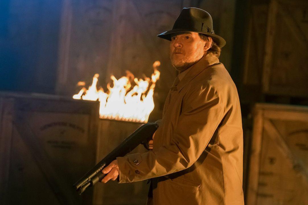 Gotham steht kurz vor dem Kollaps: Verbrechen und Gewalt regieren die Stadt. Gordon und Bullock (Donal Logue) machen sich auf die Suche nach Strange... - Bildquelle: Warner Brothers