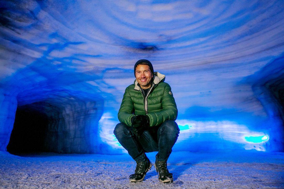 """Stefan Gödde geht den Fragen """"Warum erhöht die Eisschmelze in den nördlichen Gebieten die Gefahr von Vulkanausbrüchen? Und warum ist das Südsee-Para... - Bildquelle: ProSieben"""