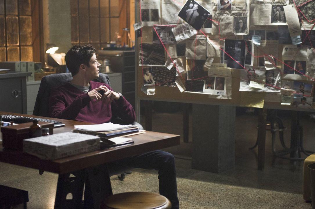 Barry alias The Flash (Grant Gustin) trifft  auf Reverse Flash und bei ihrer ersten Begegnung liefern sie sich ein gnadenloses Wettrennen, bei dem s... - Bildquelle: Warner Brothers.