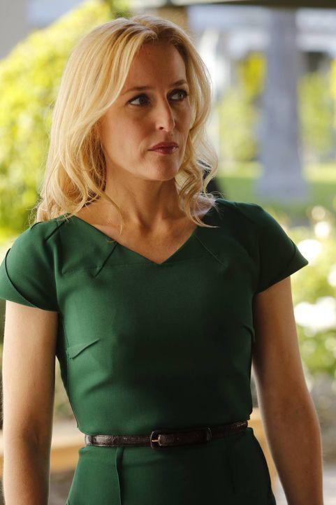 Meg Fitch (Gillian Anderson) macht sich große Sorgen um ihre Tochter, die mit unter den Entführungsopfern ist ... - Bildquelle: 2013-2014 NBC Universal Media, LLC. All rights reserved.