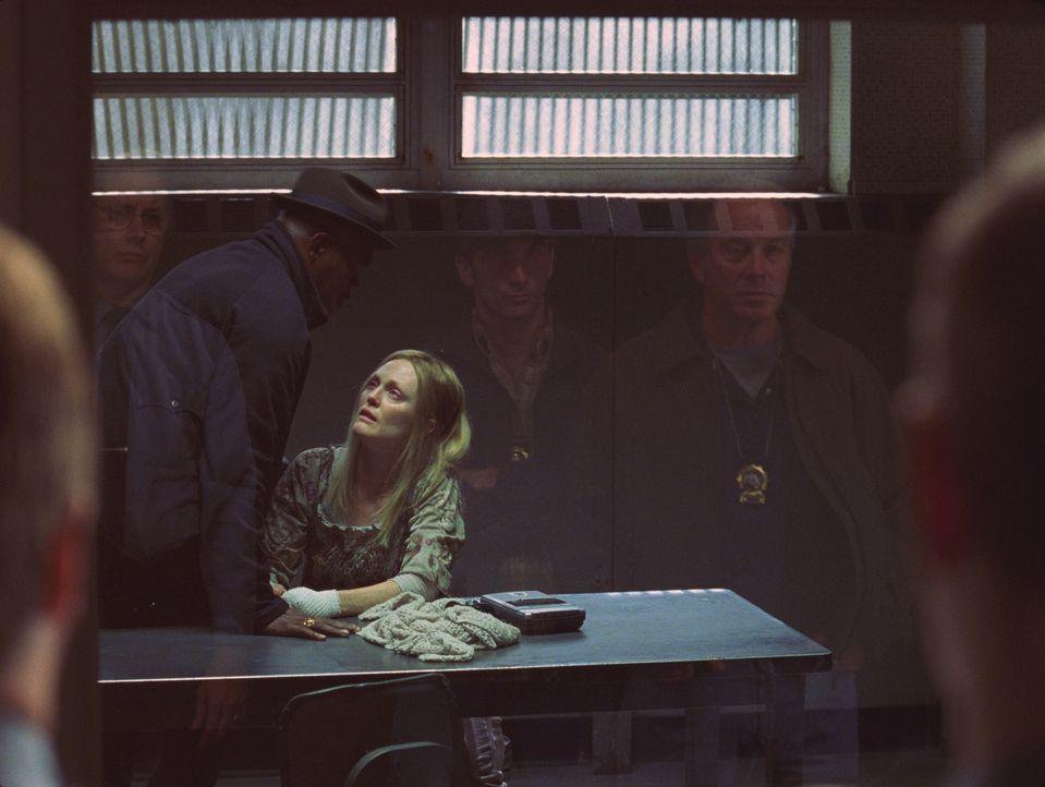 Detective Lorenzo Council (Samuel L. Jackson, l.) kann Brenda Martins (Julianne Moore, l.) Entführungsgeschichte keinen Glauben schenken. Obwohl ih... - Bildquelle: Sony Pictures Television International. All Rights Reserved.