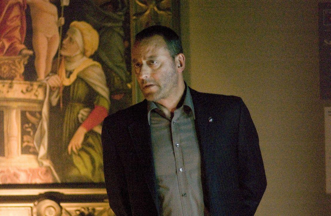 Jacques Saunière, Direktor des Louvre, wird auf grausam Art und Weise ermordet. Die französische Polizei, unter Leitung von Captain Bezu Fache (Jean... - Bildquelle: Sony Pictures Television International. All Rights Reserved.