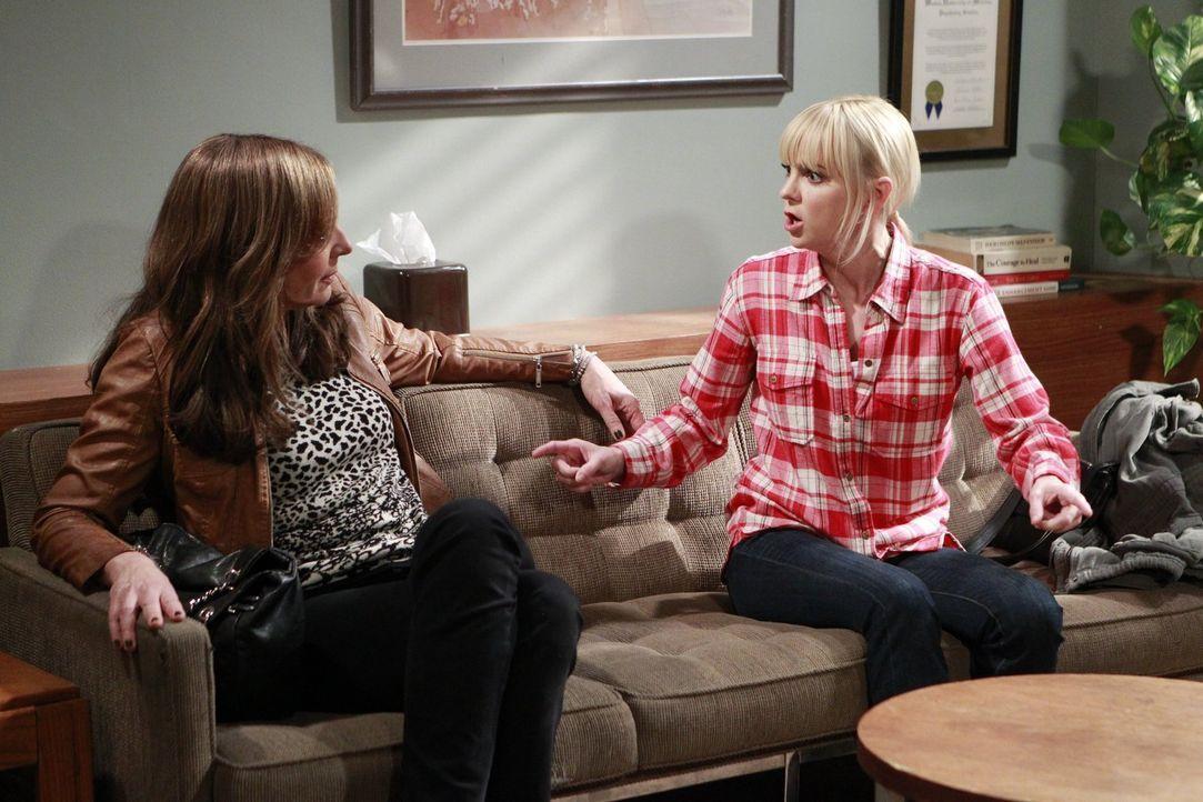 Statt einer Einigung gibt es beim Therapeuten noch mehr Streit zwischen Christy (Anna Faris, r.) und ihrer Mutter Bonnie (Allison Janney, l.) ... - Bildquelle: Warner Bros. Television