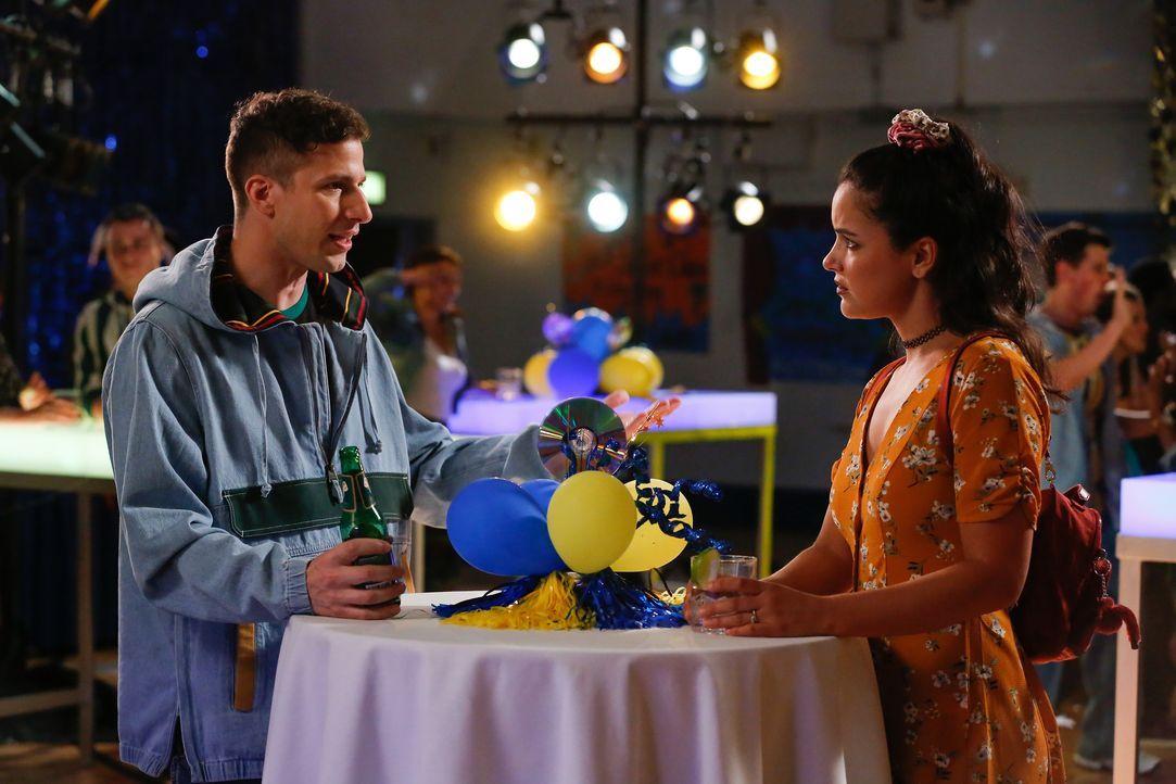 Jake Peralta (Andy Samberg, l.); Amy Santiago (Melissa Fumero, r.) - Bildquelle: Vivian Zink 2019 UNIVERSAL TELEVISION LLC. All rights reserved. / Vivian Zink