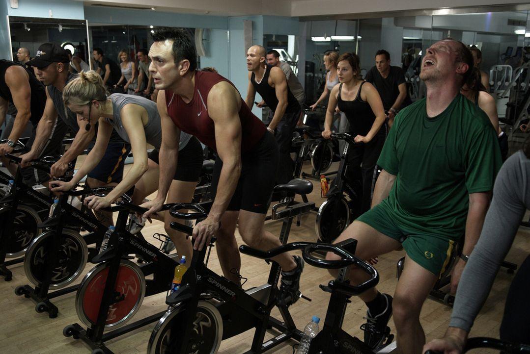 Unglücklicherweise erweist sich Börsenmakler Whit (Hank Azaria, 2.v.r.) als austrainierte Sportskanone, während Dennis (Simon Pegg, r.) außer einer... - Bildquelle: 2008 Warner Brothers