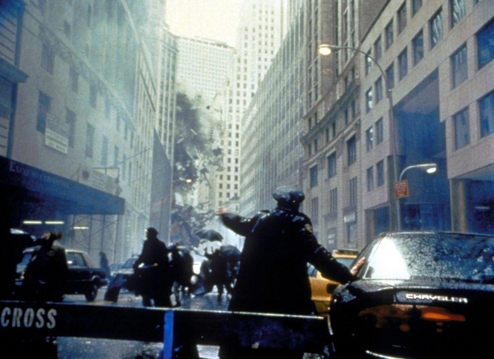 In New York angekommen, wütet Godzilla in den Wolkenkratzerschluchten wie ein Berserker ... - Bildquelle: 1998 TriStar Pictures, Inc. All Rights Reserved.