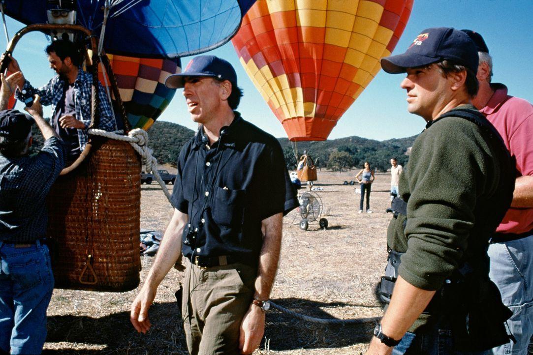 Regisseur Jerry Zucker bei den Dreharbeiten ... - Bildquelle: Senator Film