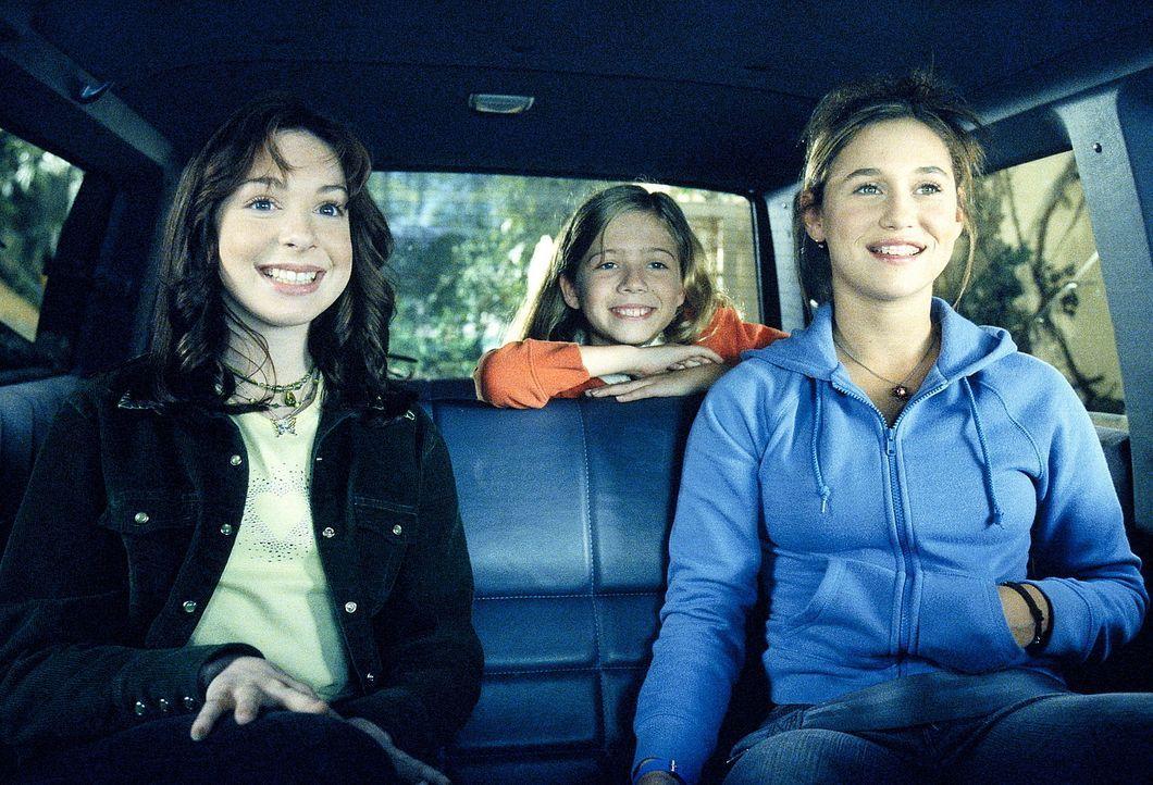 Lois spielt mit den Gedanken, wie es sein könnte, wenn sie statt ihrer Söhne, Töchter wie Mallory (Lisa Foiles, l.), Renee (Mimi Paley, r.) und D... - Bildquelle: TM +   2000 Twentieth Century Fox Film Corporation. All Rights Reserved.