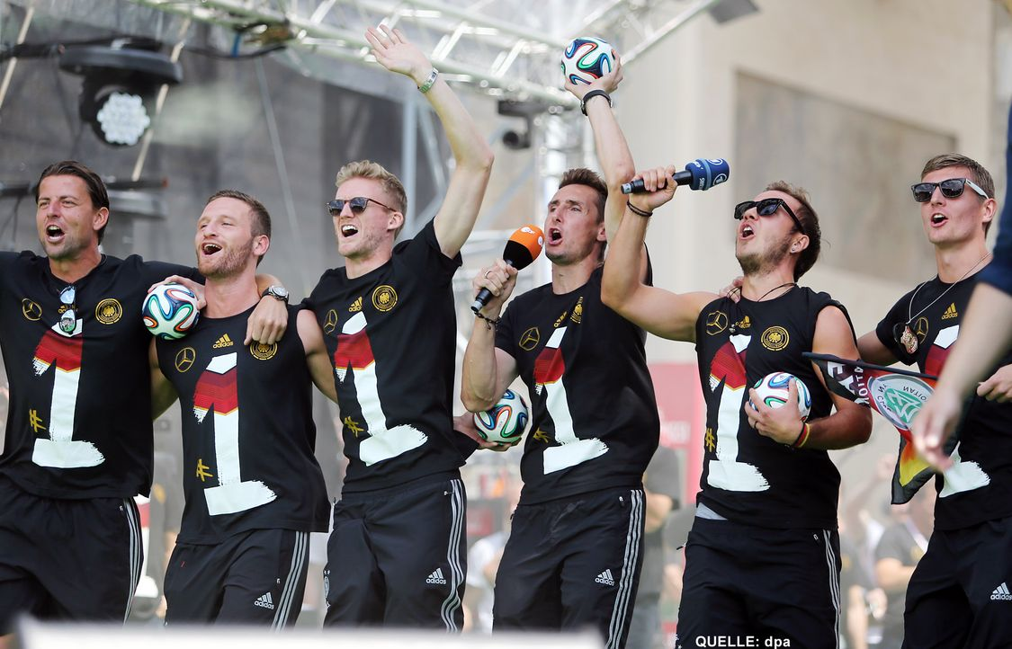 WM-ankunft-nationalmannschaft-berlin-17-140715-dpa - Bildquelle: dpa