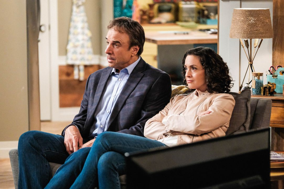 Don Burns (Kevin Nealon, l.); Marcy (Kali Rocha, r.) - Bildquelle: Eddy Chen 2019 CBS Broadcasting Inc. All Rights Reserved. / Eddy Chen