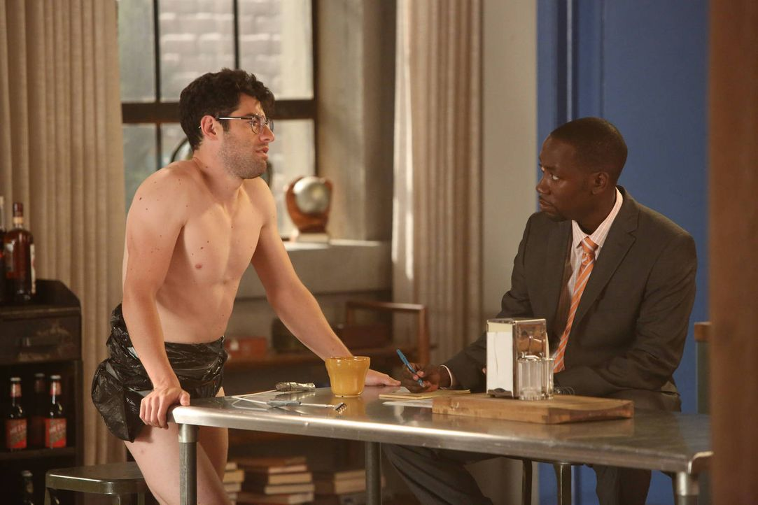 Während Winston (Lamorne Morris, r.) eine neue Seite seiner Persönlichkeit zeigt, ist Schmidt (Max Greenfield, l.) überglücklich, denn nach zwei Mon... - Bildquelle: 2012 Twentieth Century Fox Film Corporation. All rights reserved.