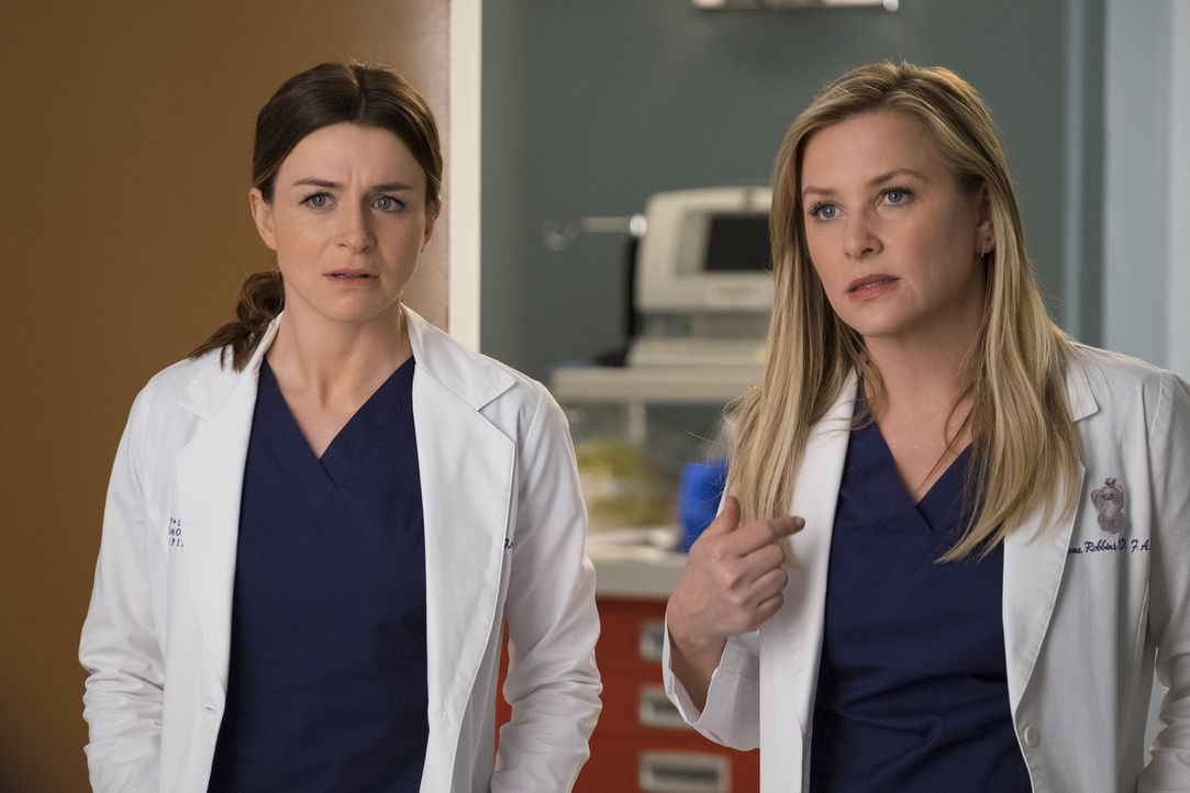 Sind mehr als überrascht, als sie ihren unerwarteten Besuch entdecken: Dr. Amelia Shepherd (Caterina Scorsone, l.) und Dr. Arizona Robbins (Jessica... - Bildquelle: John Fleenor 2017 American Broadcasting Companies, Inc. All rights reserved./John Fleenor