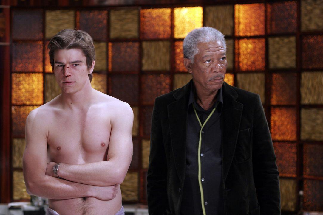 Verwechselung mit Folgen: Als Slevin (Josh Hartnett, l.) in das Appartement eines Kumpels einzieht, gerät er in das Visier zweier Gangsterbosse (Mo... - Bildquelle: Metro-Goldwyn-Mayer (MGM)