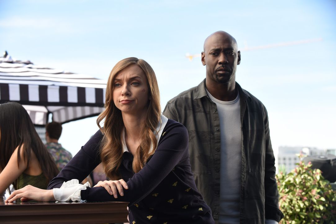 Bree Garland alias Abel (Lauren Lapkus, l.); Amenadiel (D.B. Woodside, r.) - Bildquelle: Ray Mickshaw 2017 Fox Broadcasting Co.