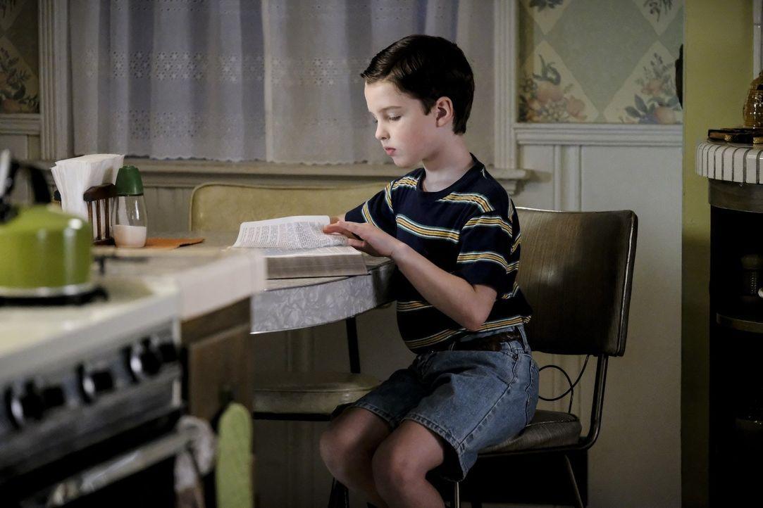 Welche Auswirkungen wird die Sonntagsschule auf Sheldon (Iain Armitage) haben? - Bildquelle: Warner Bros.