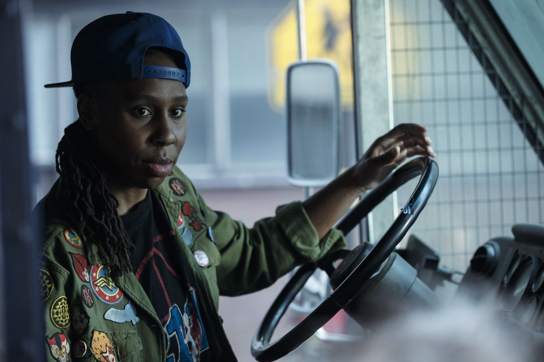 Helen (Lena Waithe) - Bildquelle: 2018 Warner Bros. Entertainment Inc., Village Roadshow Films North America Inc., RatPac-Dune Entertainment LLC. and Village Roadshow Films (BVI) Lim