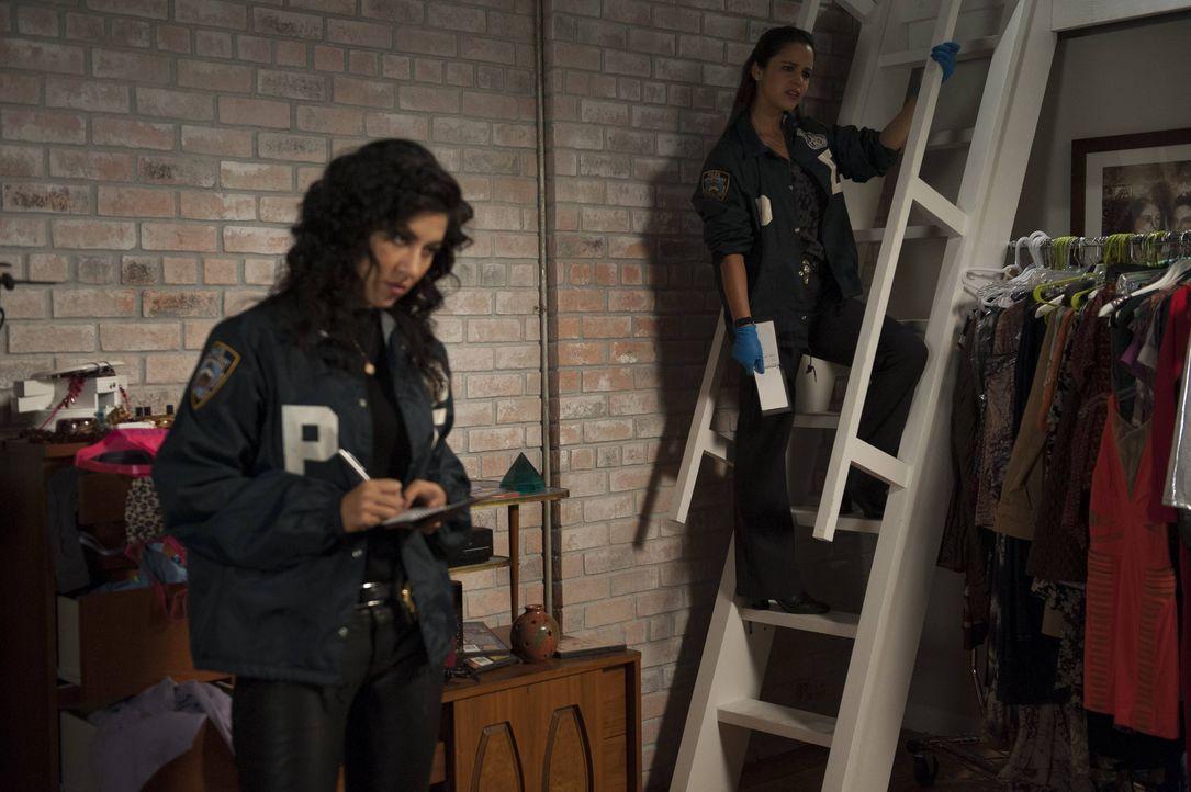 Rosa Diaz (Stephanie Beatriz, l.); Amy Santiago (Melissa Fumero, r.) - Bildquelle: Colleen Hayes 2013 NBC Studios LLC. All Rights Reserved. / Colleen Hayes
