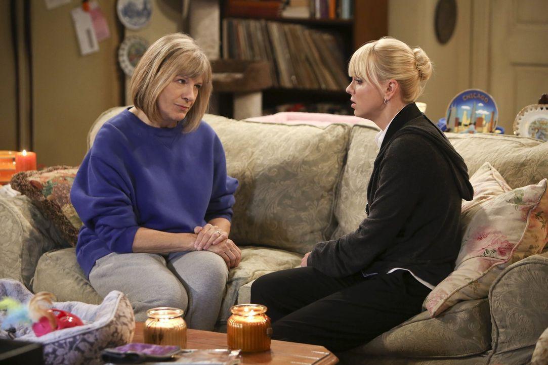 Mit Rat und Tat steht Majorie (Mimi Kennedy, l.) Christy (Anna Faris, r.) zur Seite ... - Bildquelle: Warner Bros. Television