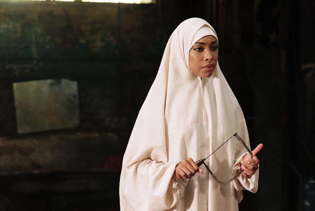 Soll Aicha (Gina Torres) Martijns Finger abschneiden? - Bildquelle: Lions Gate Films