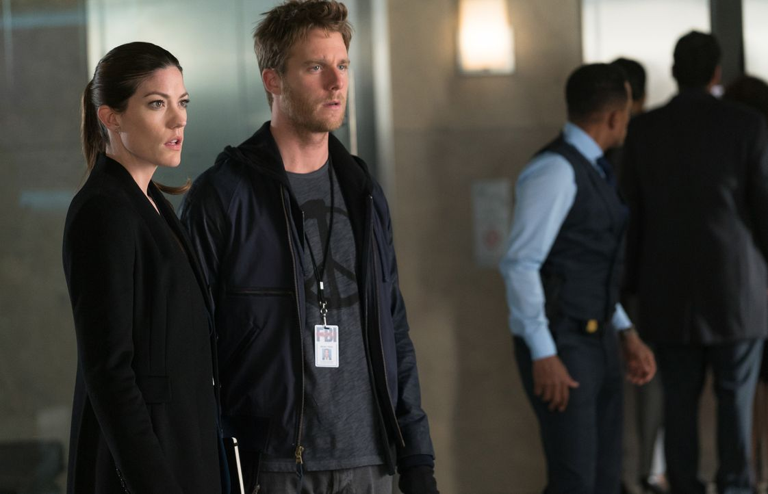 Naz wird unter dem Verdacht Terrorismus zu unterstützen, festgenommen. Brian (Jake McDorman, r.) und Rebecca (Jennifer Carpenter, l.) versuchen dara... - Bildquelle: Michael Parmelee 2015 CBS Broadcasting, Inc. All Rights Reserved